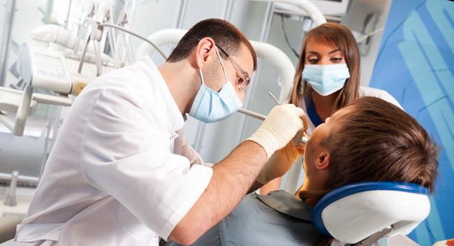 Dantų implantavimas ir protezavimas